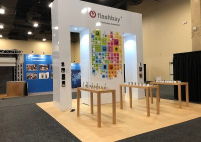 Flashbay - modern 20x20 Island trade show exhibit